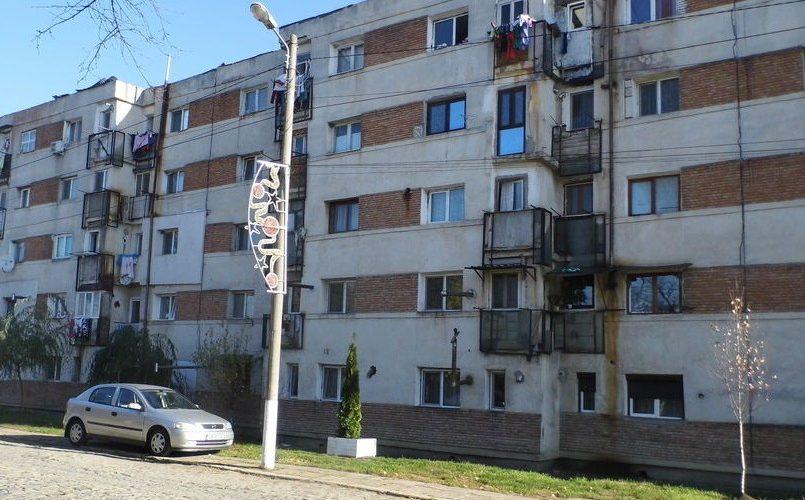 Ce obligaţii au proprietarii de apartamente la bloc. Amenzi drastice pentru cei care nu le respectă.