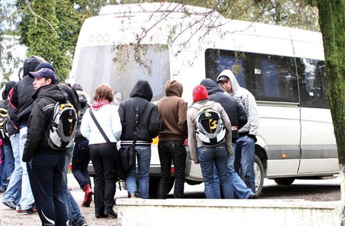 Elevii care fac naveta vor avea transportul DECONTAT integral, în limita a 50 de kilometri