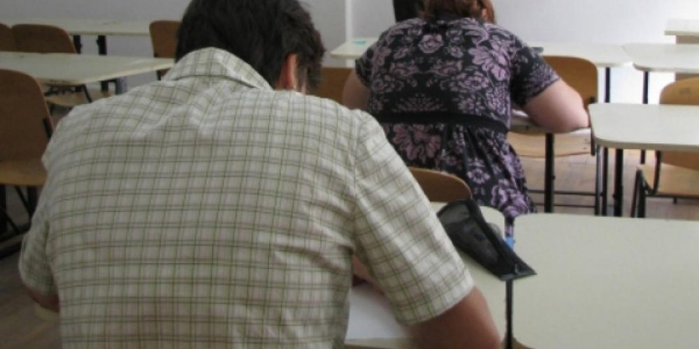 Peste 1200 de candidaţi clujeni înscrişi la examenul de titularizare