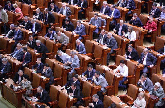 Pronosticuri politice: 17 deputați și 10 senatori. Deși în realitate vor fi 10, respectiv 4