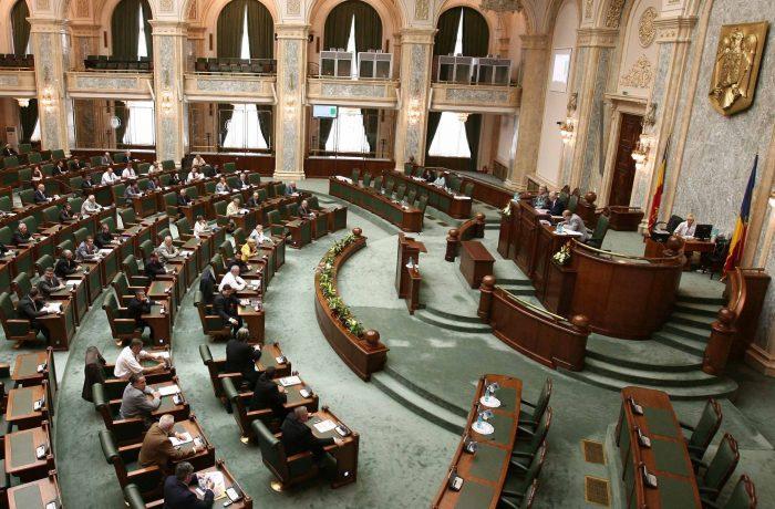 Senatorii au respins proiectul de impozitare a pensiilor speciale