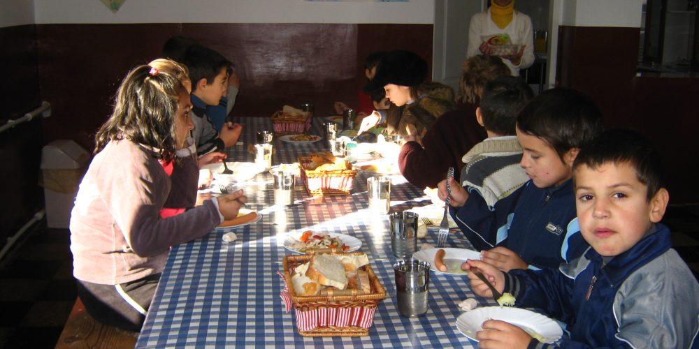 Ministerul Educației a publicat normele pentru masa de prânz asigurată de stat elevilor
