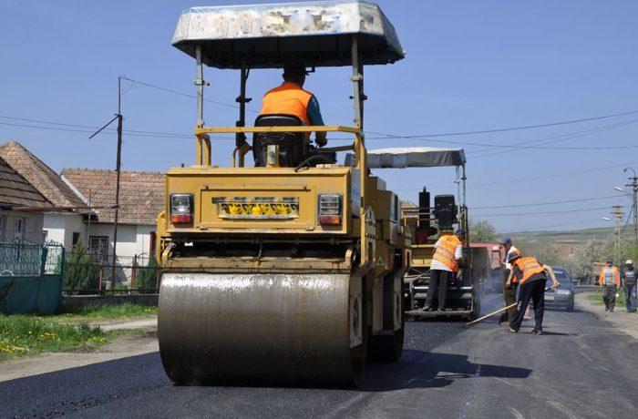 Lucrări de întreținere curentă pentru drumurile județene din zona Dej