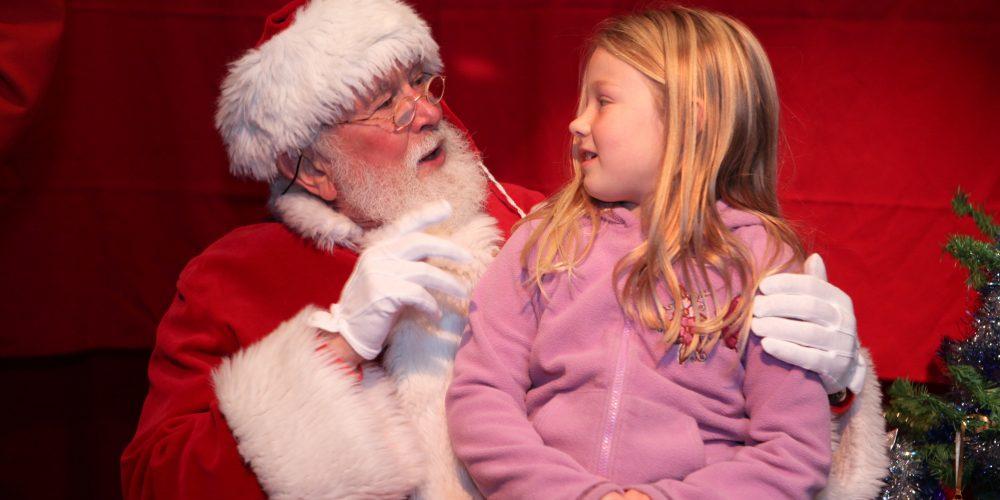 Moș Crăciun a îndeplinit dorințele a peste 800 de copii din satele clujene