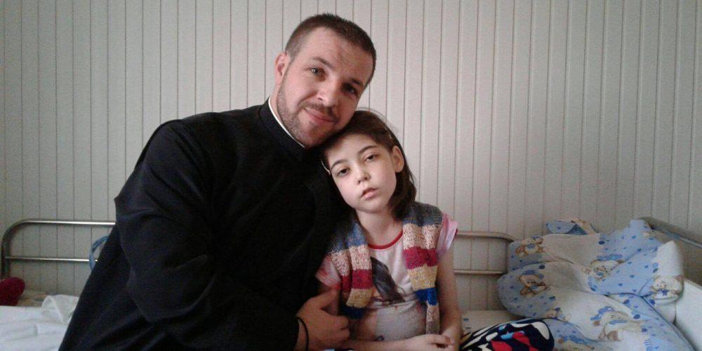 O fetiţă de 8 ani îşi doreşte de la Moş Crăciun o inimă nouă! Concert caritabil pentru Yasmina, la Dej.