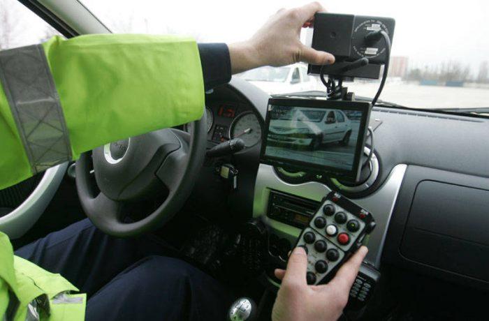 Poliţiştii rutieri pot da amenzi pe baza informațiilor comunicate prin radio de operatorul radar