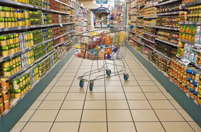 Supermarketurile și hipermarketurile, obligate să comunice Consiliului Concurenţei prețurile produselor