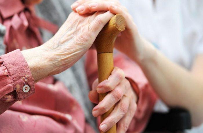 Jumătate din ONG-urile care se ocupă cu îngrijirea la domiciliu,  rămân fără finanţare de la Guvern