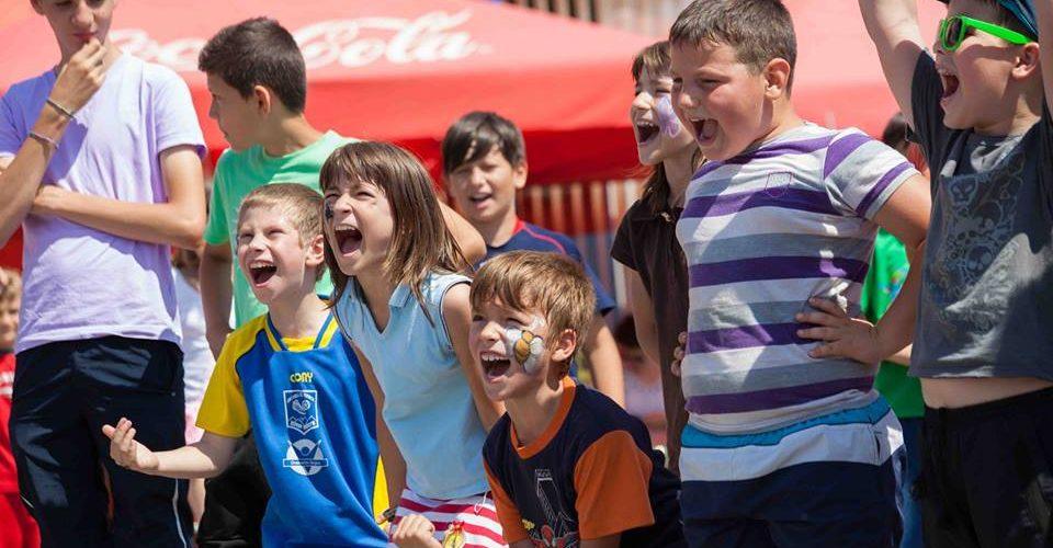 Joacă în aer liber, în 16 orașe din România
