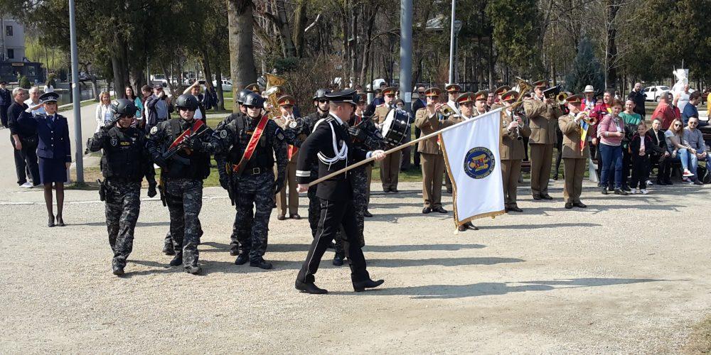 IPJ Cluj a primit drapelul unităţii şi emblema distinctivă