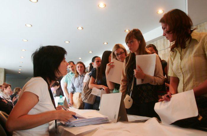 Absolvenţii au îngroşat numărul şomerilor