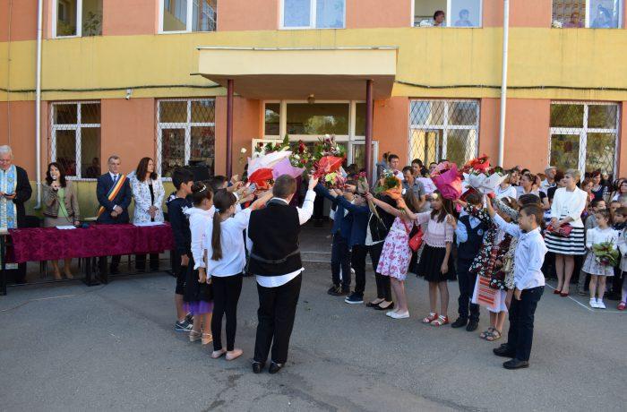 Clopoțelul a vestit sfârșitul anului școlar și în Dej!
