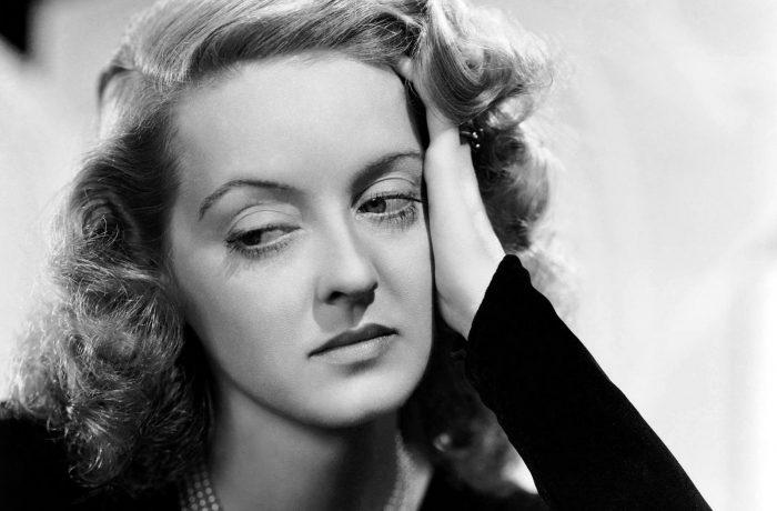 """Bette Davis, un """"monstru sacru"""" al cimematografiei"""