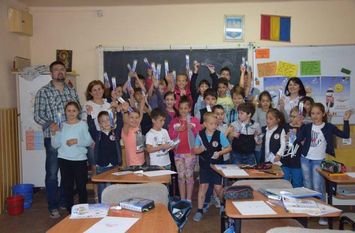 """Rotary Club Dej a finalizat etapa a doua de proiect, din programul """"Dinţi frumoşi, copii sănătoşi"""""""