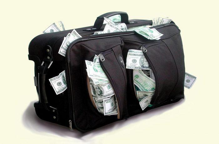 Salariile nesimțite din administrațiile publice. Acolo sunt banii dumneavoastră!