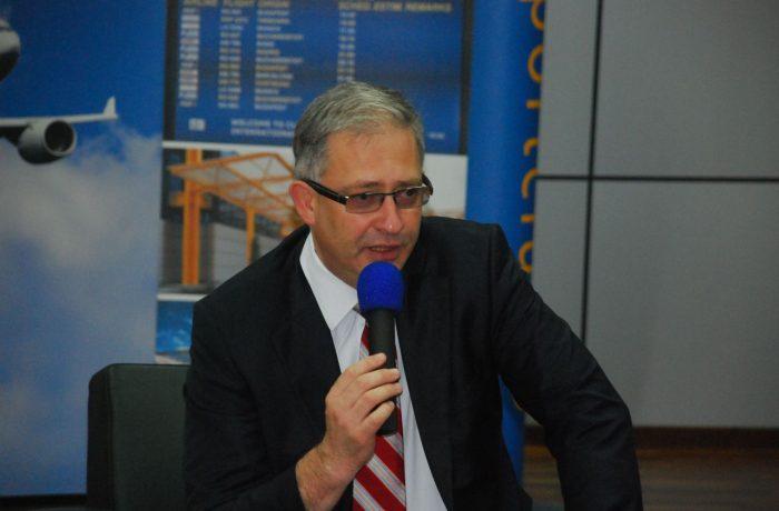 Directorul general al Aeroportului Internaţional Cluj-Napoca, prezidează o conferință din Singapore