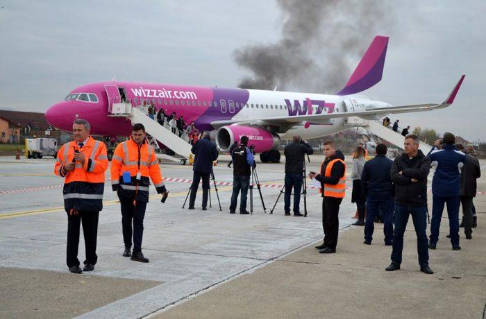 Exerciţiu de simulare de accident aviatic pe aeroportul din Cluj