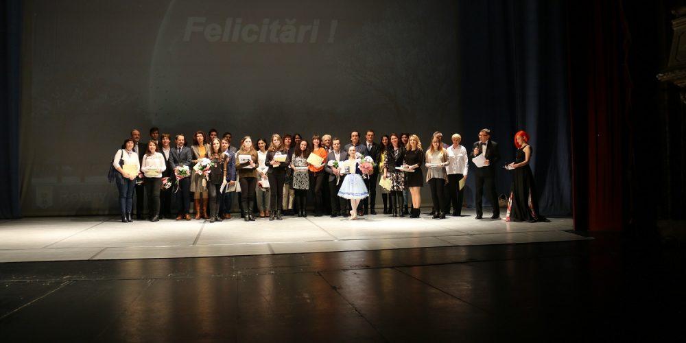 Elevă de la LAPI Dej, premiată de Clubul Rotary Cluj-Napoca