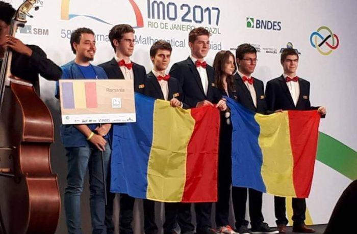 Elevii premiați la olimpiadele internaţionale şi profesorii lor vor primi burse de merit de la stat