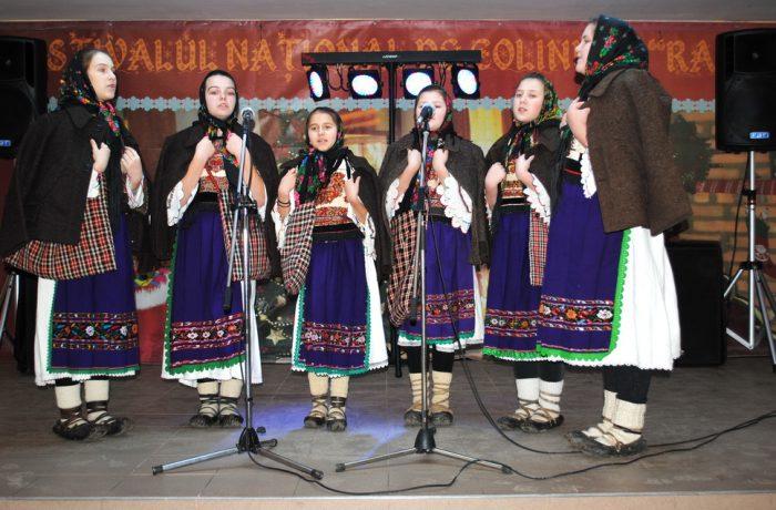 """Colindătorii de la Şcoala Gimnazială Chiuieşti, locul I la festivalul """"Raza Soarelui"""""""
