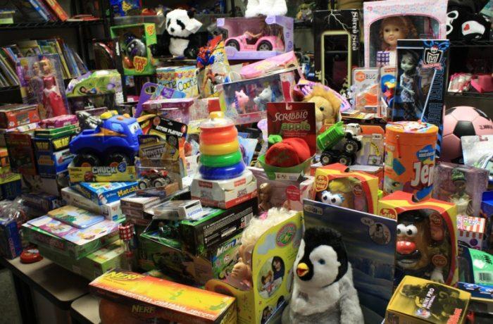 Jucării periculoase şi neconforme, aflate în vânzare
