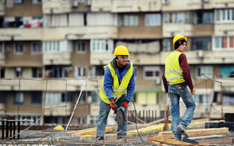 Șapte mii de muncitori străini, admişi la lucru în România