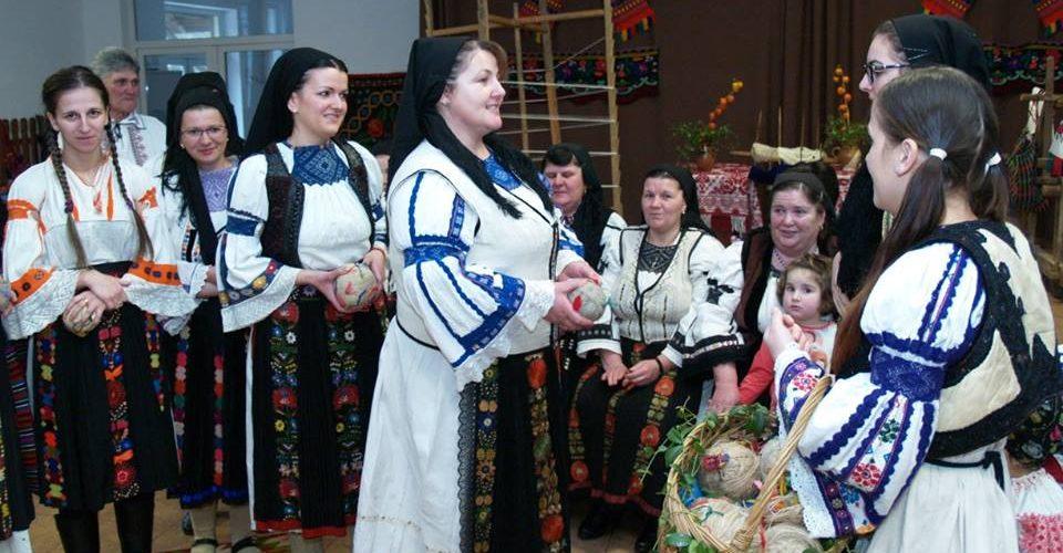 """Şezătoarea  """"Claca de gheme"""" la Răchiţele, organizată de Şcoala de Arte Cluj"""
