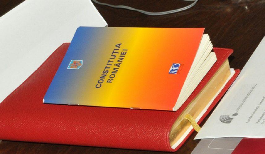 Proiect: Buletinul să vină la pachet cu Constituția