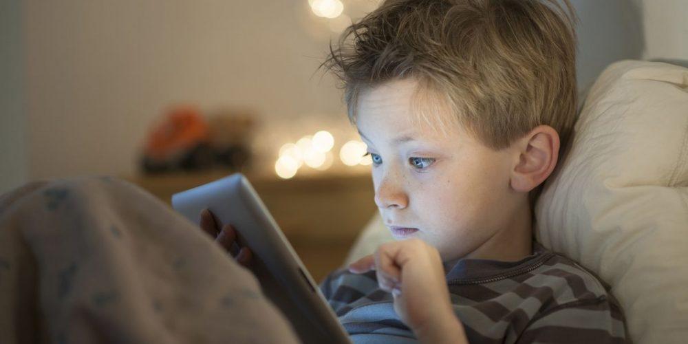 Dependenţa de telefon  ruinează copilăria!