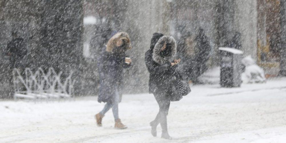 Meteorologii au prelungit avertizările de ger