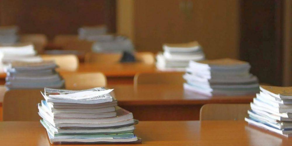 Elevii claselor a VI-a şi a VII-a nu vor avea manuale pe bănci în prima zi de şcoală