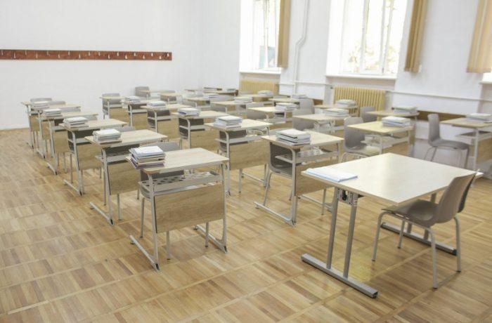 Mai puțini elevi, mai multe bănci goale…