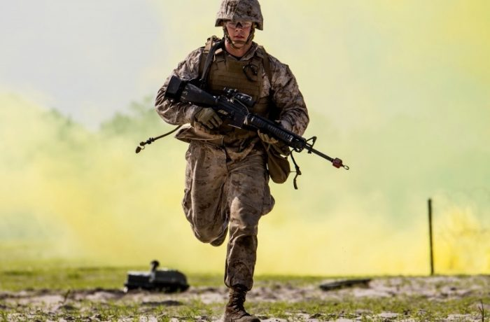 Parlamentarii propun creșterea vârstei de pensionare a militarilor, de la 60 de ani la 65 de ani