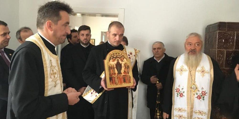 Mitropolitul Andrei a sfințit noile clopote ale bisericii din Maia