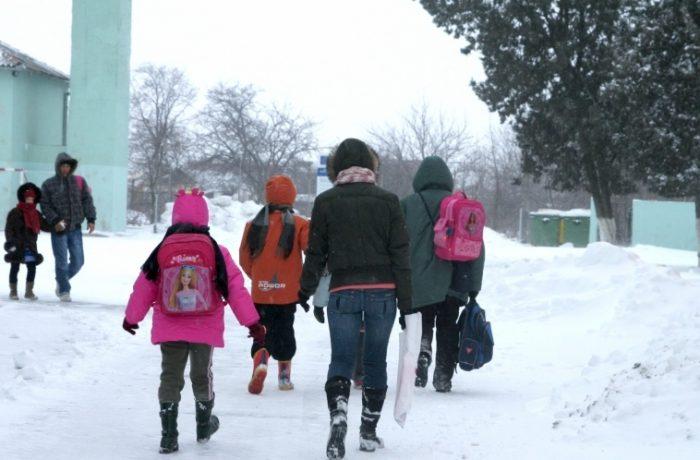 Școlile se redeschid astăzi,  cu un triaj de sănătate foarte sever