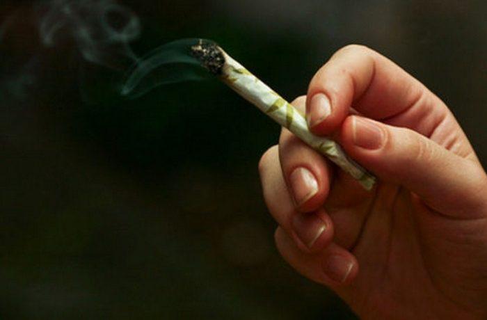 Tineretul PSD propune dezbatere publică privind legalizarea prostituţiei şi a drogurilor uşoare