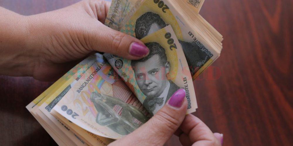 Creşte salariul minim și dispare salariul diferenţiat pe studii