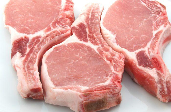 Carnea de porc şi de pasăre se scumpește din nou, cu 30-40%