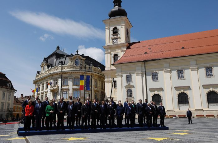 Summit istoric în România. Liderii UE au semnat Declaraţia de la Sibiu.