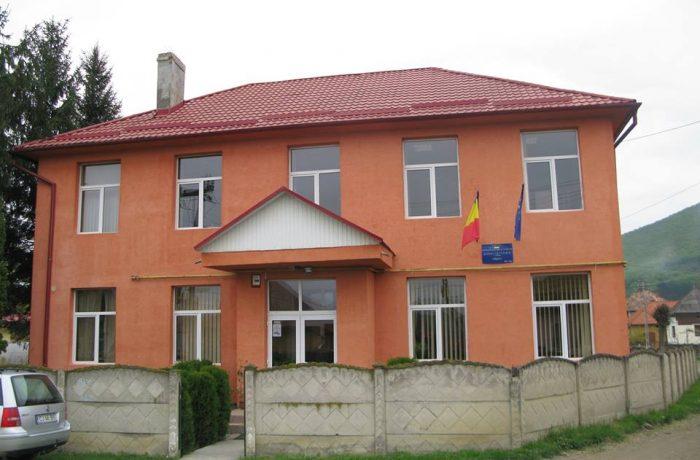 Pregătiri pentru  noul  an şcolar,  în  comuna Căşeiu