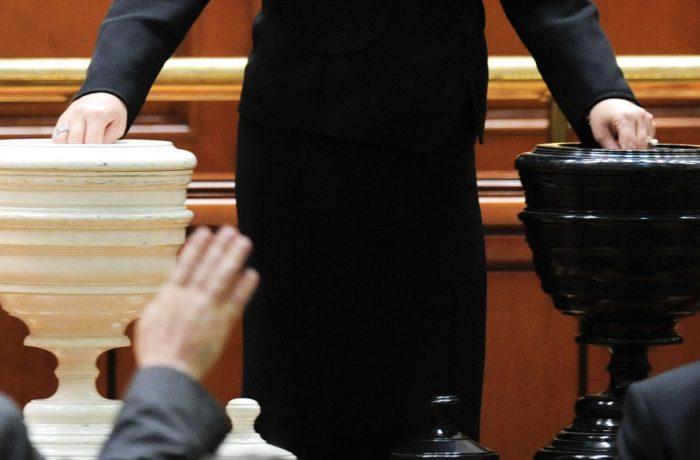 Opoziţia a depus în Parlament moțiunea de cenzură la adresa Guvernului Dăncilă