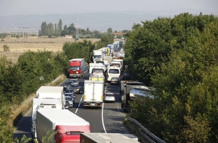 Veste proastă pentru dejeni: nu pot scapă de traficul greu