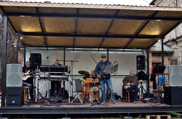 """Muzicieni din Dej, într-un concert """"Ultimate Party""""  la Gherla"""