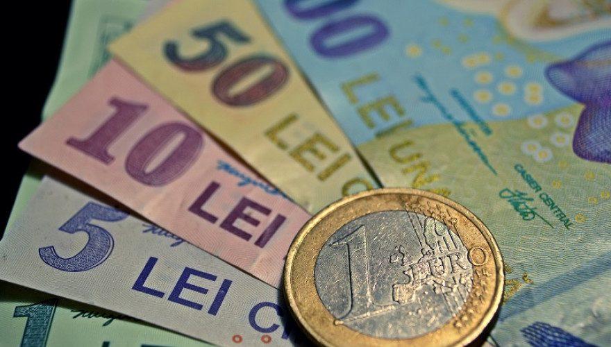 Cumularea pensiei cu salariul de la stat va fi interzisă