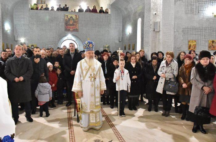 """Binecuvântare arhierească pentru credincioșii Parohiei """"Sfântul Ierarh Nectarie"""" din Dej"""