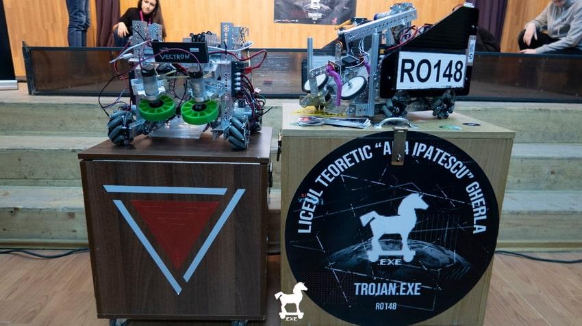 """Echipa """"Vectron"""" din Dej, prezentă la inaugurarea Clubului de Robotică din Gherla"""
