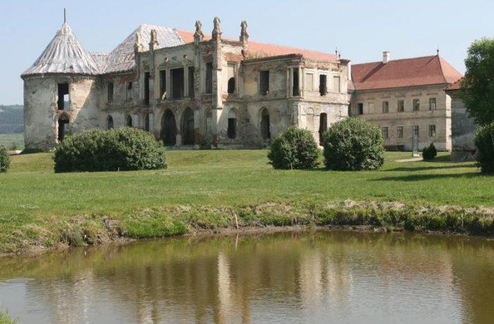 Tabere și cursuri de restaurare la Castelul Bánffy din Bonțida