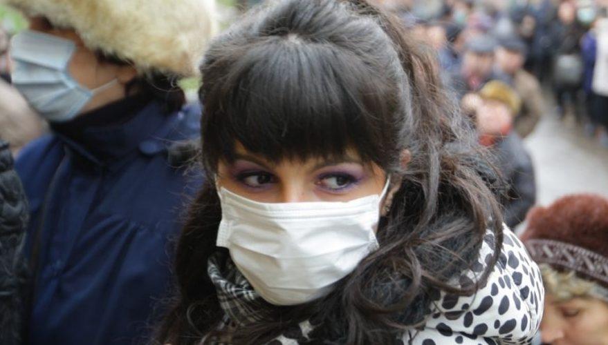"""Măştile anti-gripă """"Made în China"""" au dispărut din farmacii"""