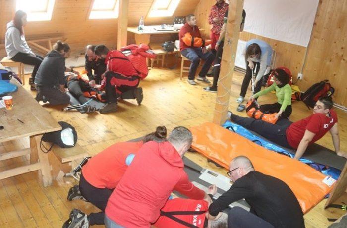 Curs medical specific activităţii de salvare montană derulat de Salvamont Cluj