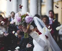 Se interzic nunţile şi botezurile